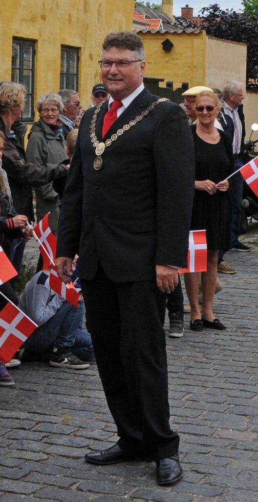 Borgmester Allan Holst med kæde. Foto 2012.