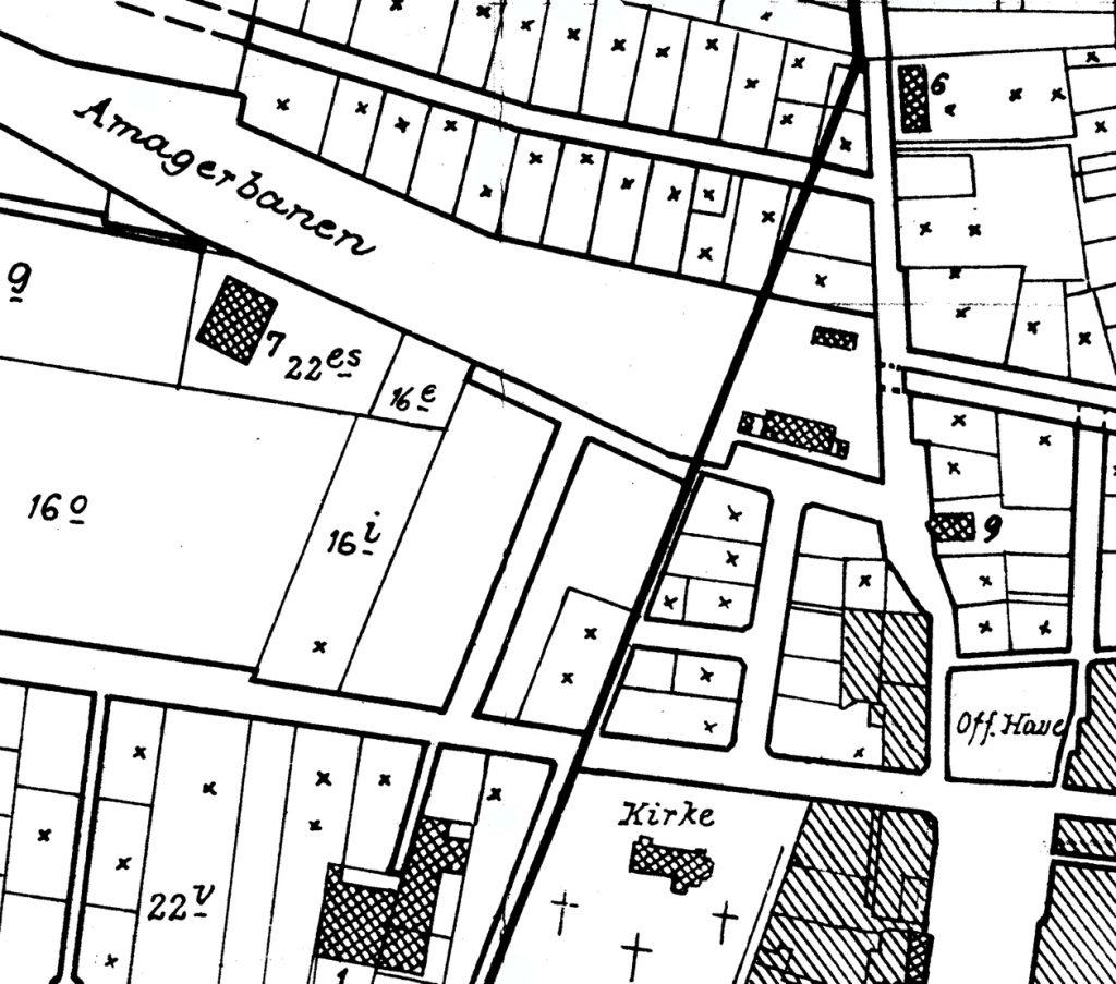 Kommunegrænsen, der ved Hollændervej (øverst i billedet) skar grunde midtover. Kort udarbejdet af Store Magleby Kommune, 1943.