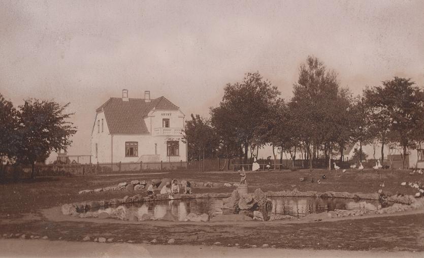 Pladsen ved indkørslen til Dragør, ca. 1905.