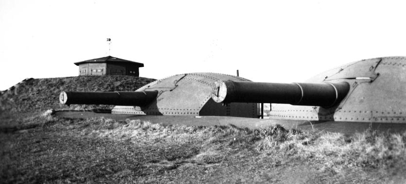 Kanoner på fortet, ca. 1940.