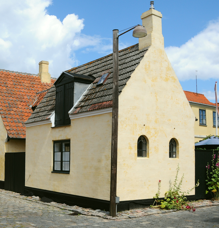 """På hjørnet af Blegerstræde og Bymandsgade ligger et """"bygehus"""", som blev brugt til blegeri. Foto af Jørgen D. Petersen, 2009."""