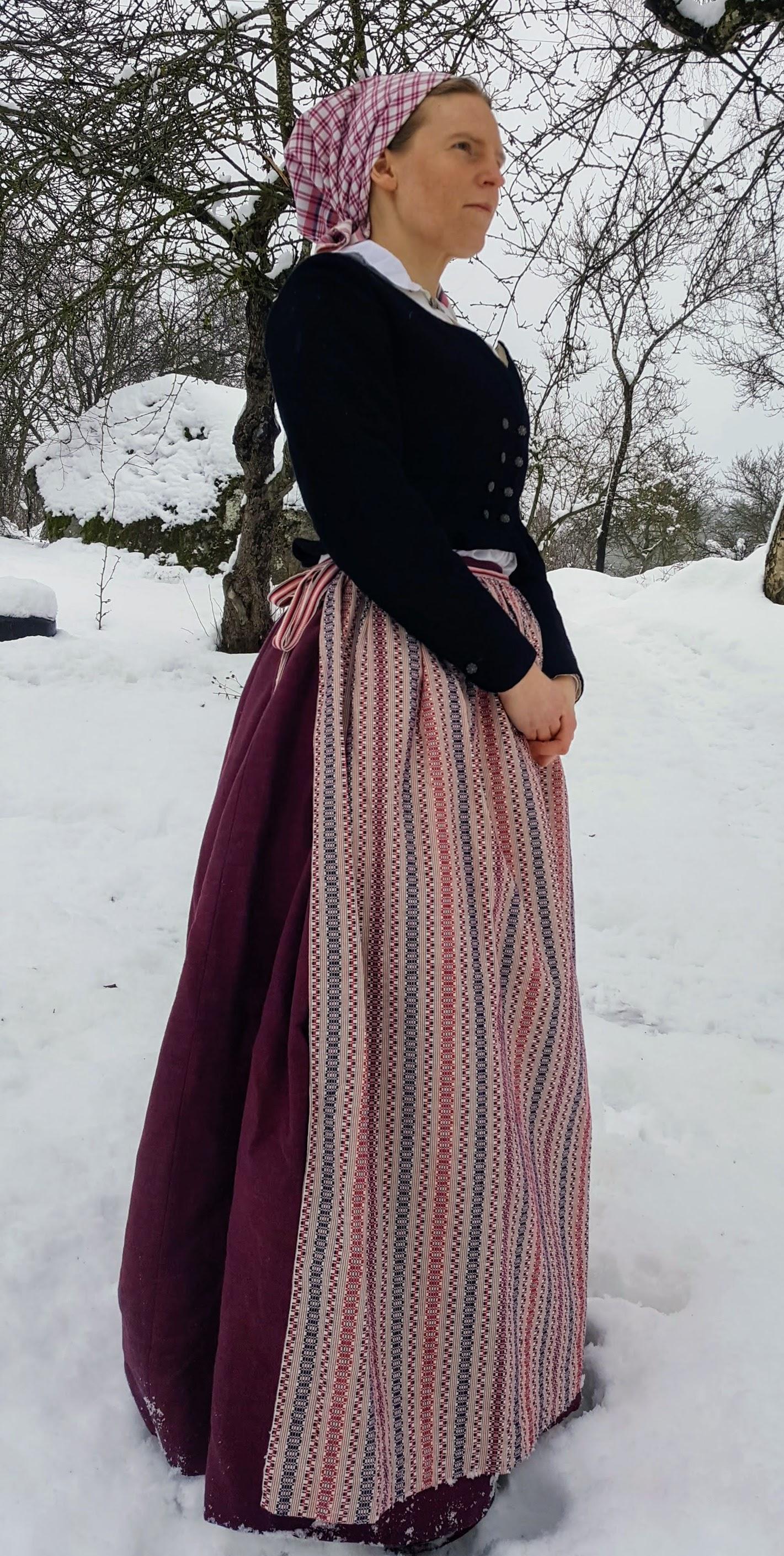 folkdräkt randig kjol