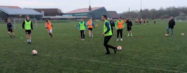 Egon i gang med træningen af sit Liga 3 hold