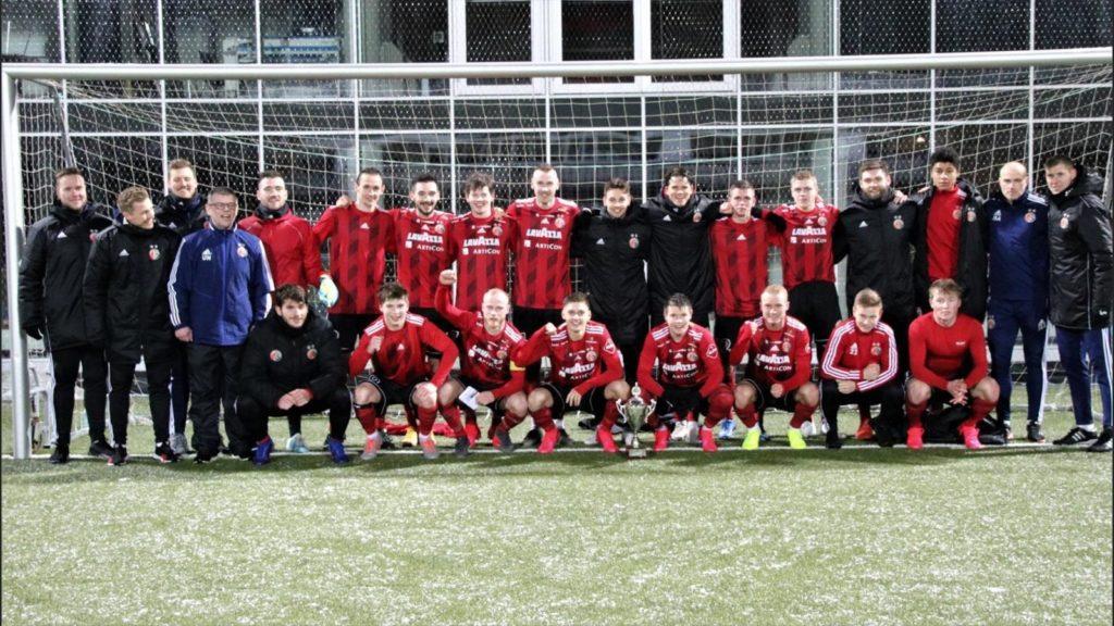 Traditionsklubben HB Torshavn har vundet mesterskabet 23 gange og pokalfinalen 27 gange. Fra yderst til højre står den nye, tyske assistenttræner Kevin Schindler med bla. en aktiv fortid i Borussia Dortmund, og ved siden af cheftræner Jens Berthel Askou. (Foto HB Torshavn)