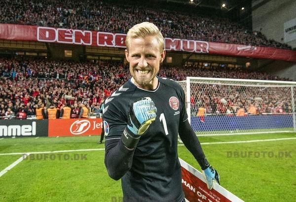 Målmand Kasper Schmeichel er en absolut nøglefigur i den danske EM succes og står fremragende. (Foto: DBU/Anders Kjærbye/fodboldbilleder.dk)