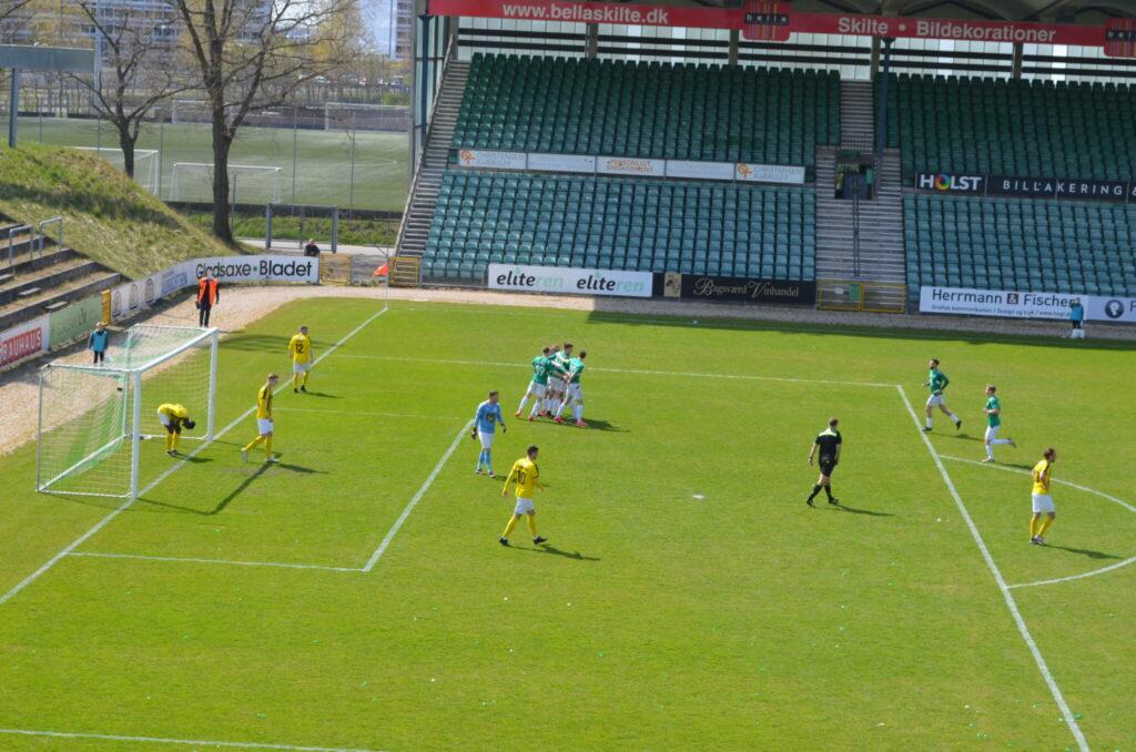 AB har bragt sig foran med 2-0 på mål af Jonathan Dahl Bagger. Han scorede også det tredje mål. (Foto: DTU)