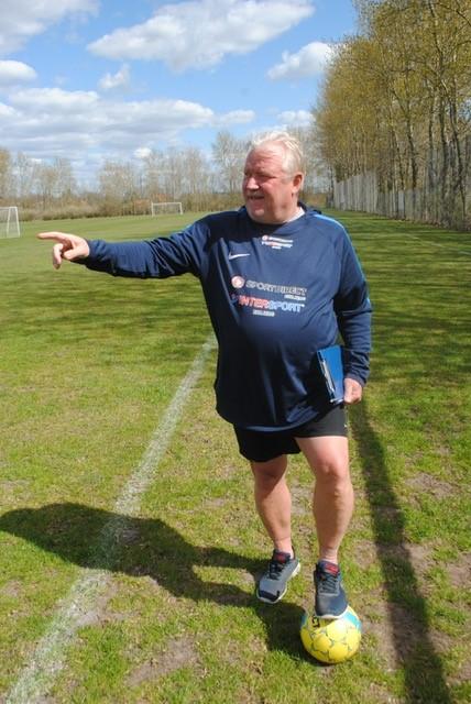 Tom Willumsen træner, instruktør og klubrådgiver gennem 50 år. Foto: Kim Willumsen
