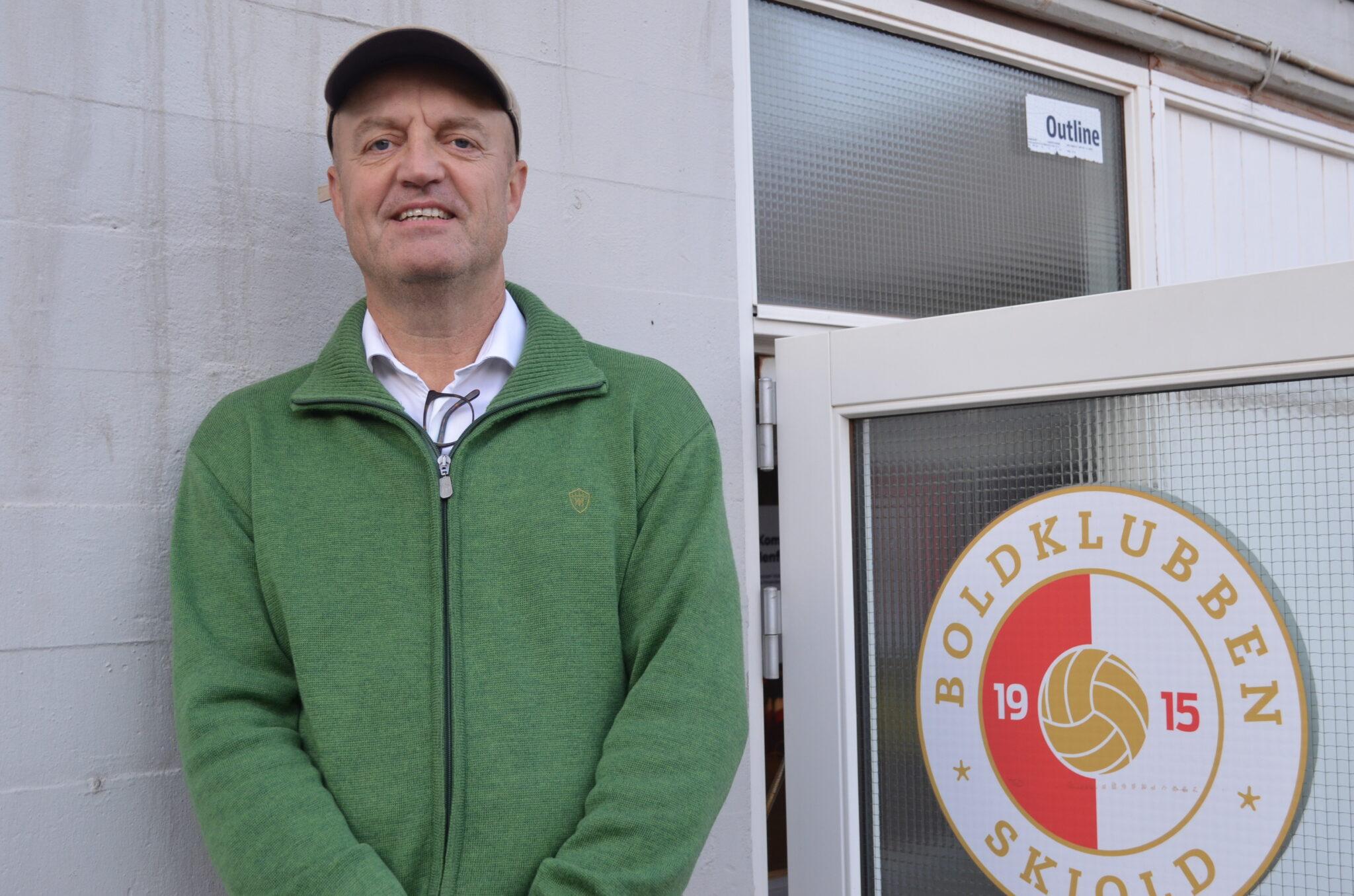 Jan Sørensen, 58, er i gang med sit 11. år som formand på fuld tid for Boldklubben Skjold, der derudover har to andre medarbejdere på fuld tid og to medarbejdere på halv tid. Foreningen bliver hovedsagelig drevet på et fundament af frivillige kræfter og forældretrænere. (Foto: DTU)