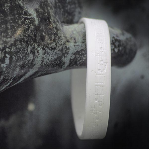 Dudelsack Armband weiß auf weiß