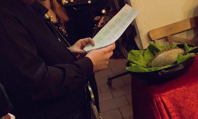 Schottischer Haggis in Österreich zu Weihnachten mit Dudelsack