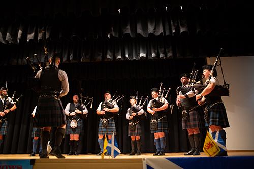 Bühnen Auftritt Dudelsack Austrian Piping Society Pipe Band Schönau