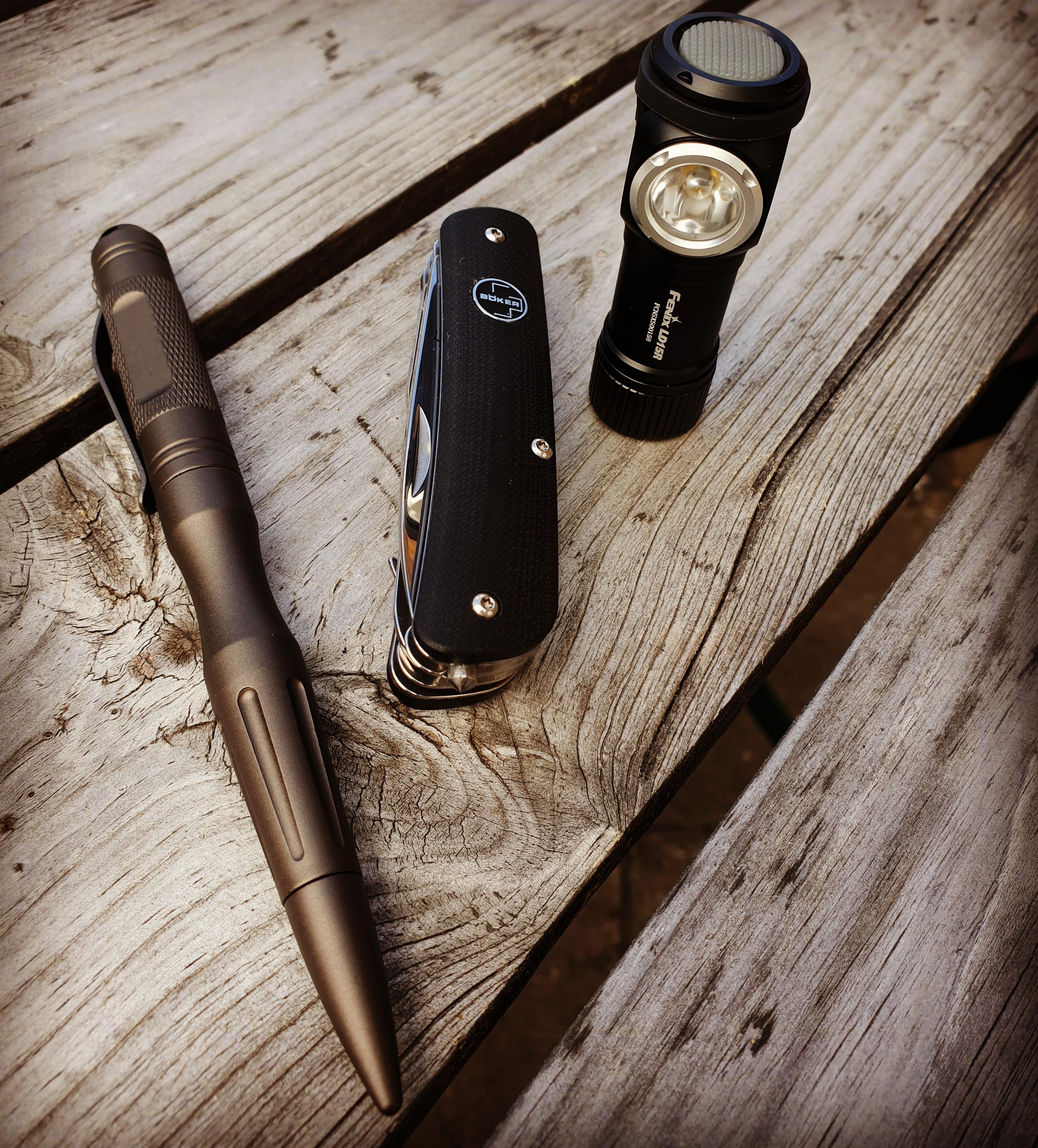 I gott sällskap med taktisk penna från Böker samt fickverktyget Böker Plus City Tool 3 med glaskross!