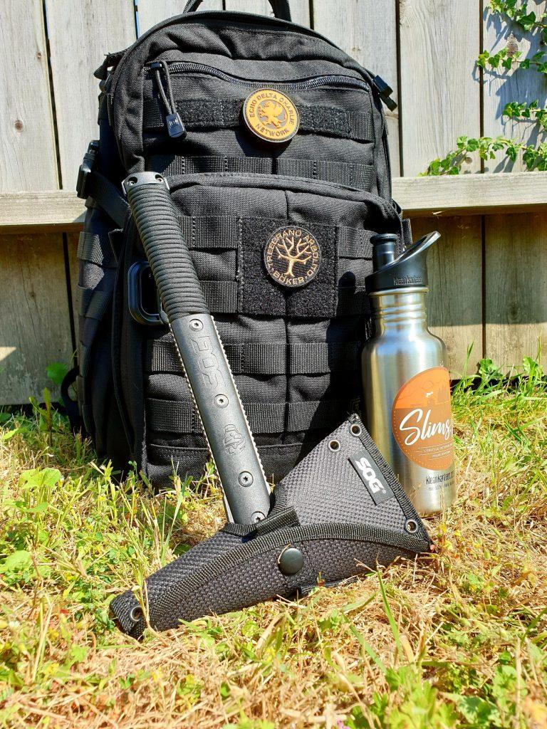 Vattenflaska i form av Klean Kanteen Classic ihop med 5.11 Rush 12 och SOG Survivalhawk - redo för äventyr! Bild: Slims.se
