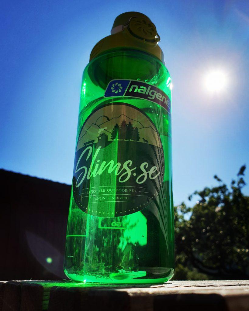 Vattenflaska av BPA-fri plast, Nalgene Atlantis med OTF-kork! Bild: Slims.se
