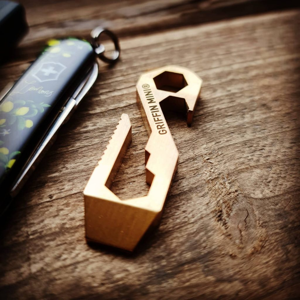 Minstingen Griffin Pocket Tool Mini i mässing, en av våra favoriter! Bild: Slims.se