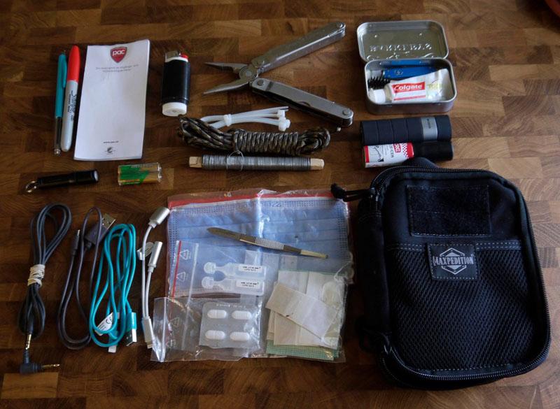 """Uppsättning """"bra-att-ha"""" i en stabil organizer från Maxpedition! Bild: Hannu"""