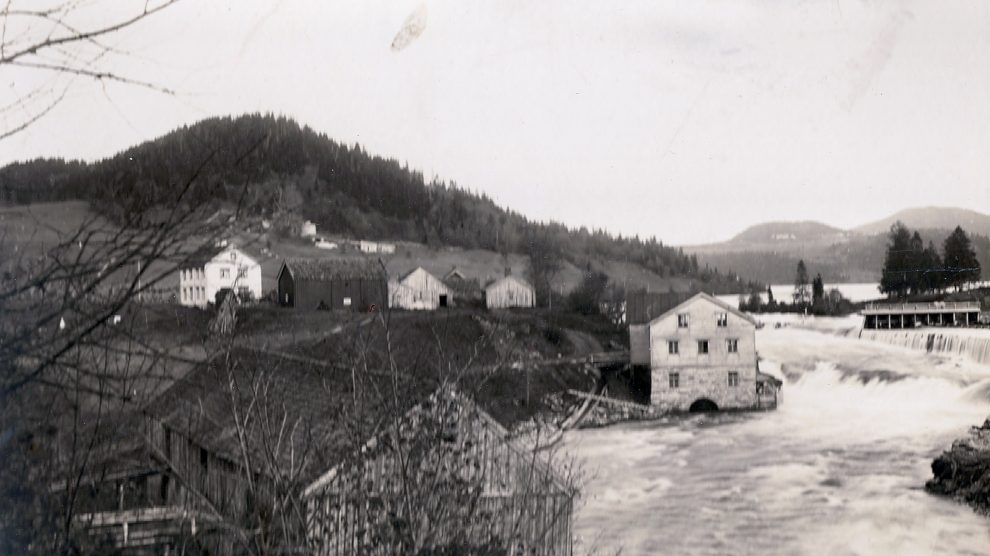 Fotoskatt med gamle bilder fra Byafossen