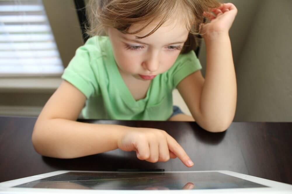 Förstör skärmen mitt barns ögon?