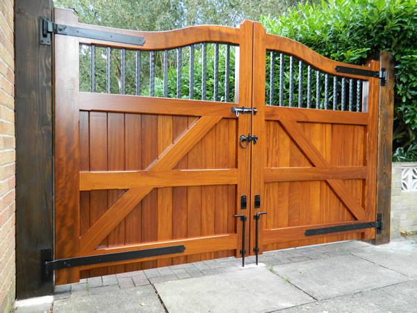 Gate designs for driveway gates