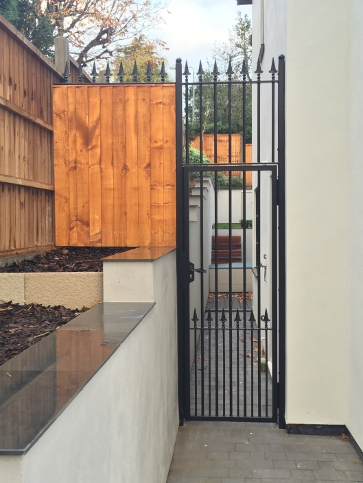Side security gate