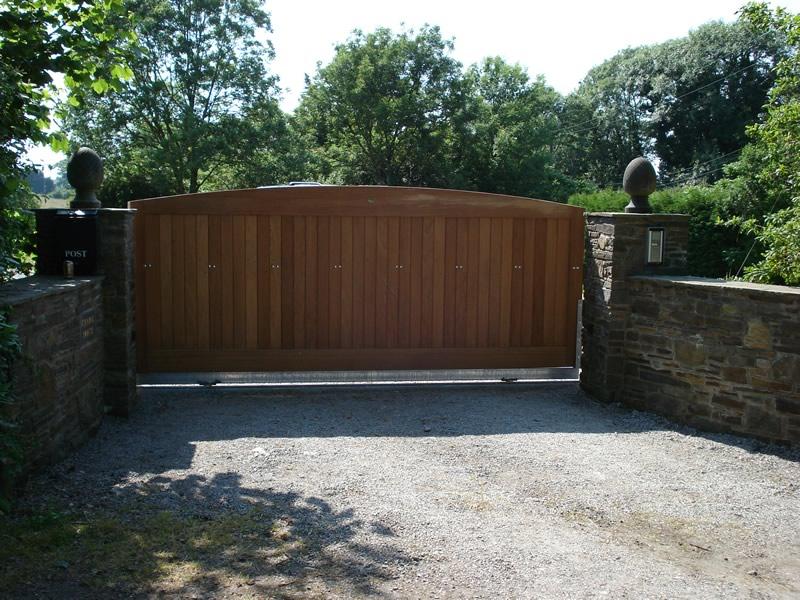 Solid wooden sliding gate