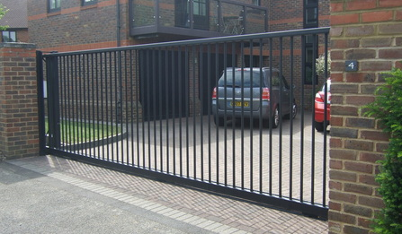 Simple sliding gate design