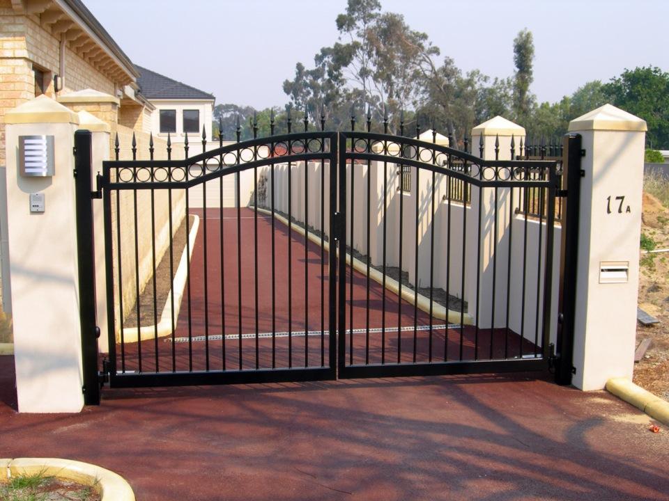Open borarded iron gate design