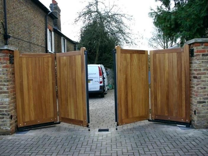 Bi-fold swing gate design
