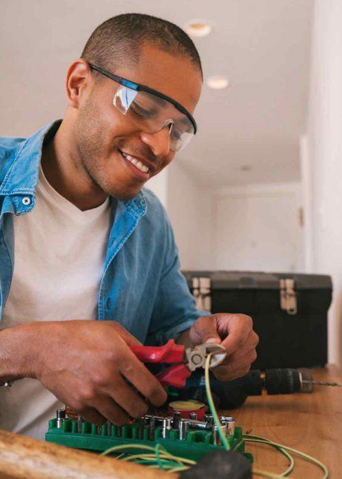 latin-man-fixing-electricity-problem-at-home-982TKSQ.jpg