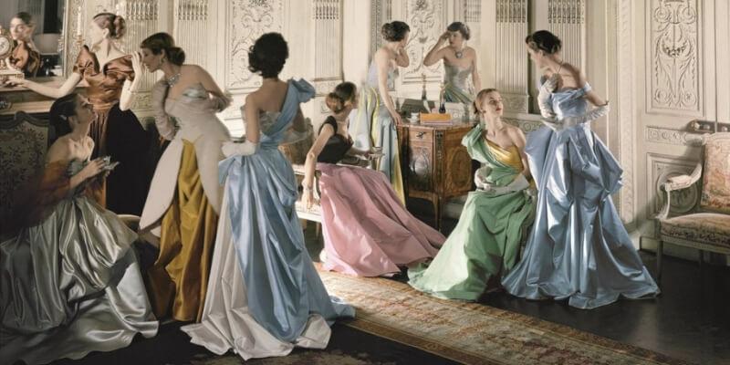 modelle indossano gli abiti da sera di charles james, anni '50