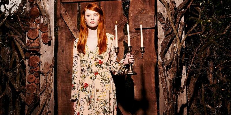 ragazza con candelabro