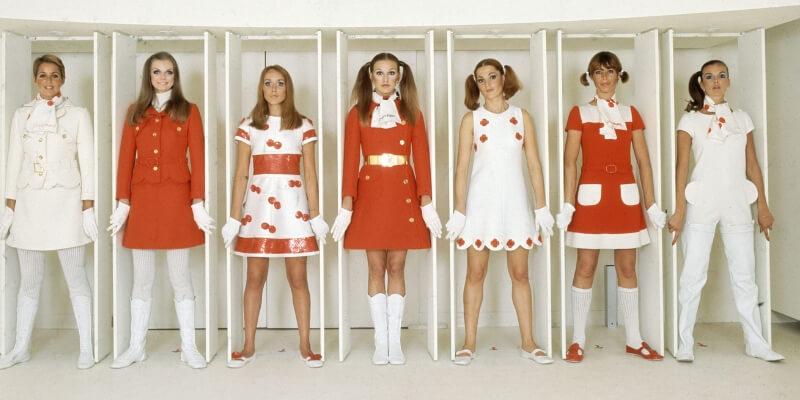 modelle indossano abiti di courrege negli anni 60