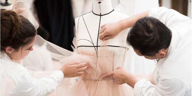creazione di un abito per natalie portman nell'atelier Dior Haute Couture