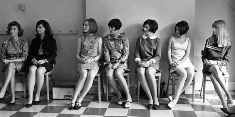 Delle ragazze con minigonna negli anni '60