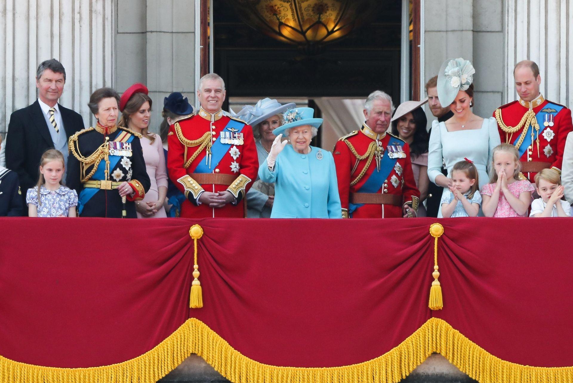 la famiglia reale sul balcone di buckingham palace al trooping the colour del 2018
