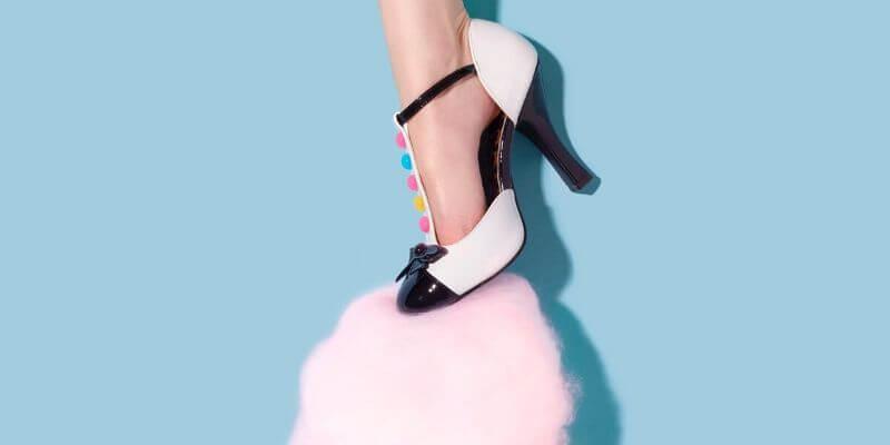 una scarpa pesta dello zucchero filato