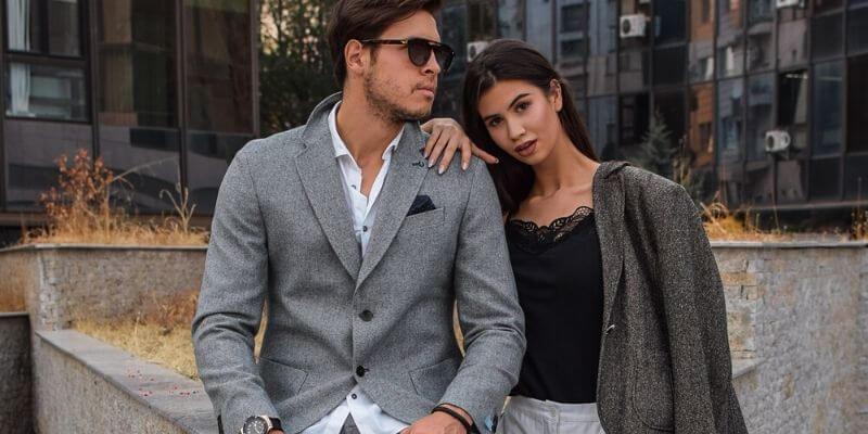 una coppia con abiti business