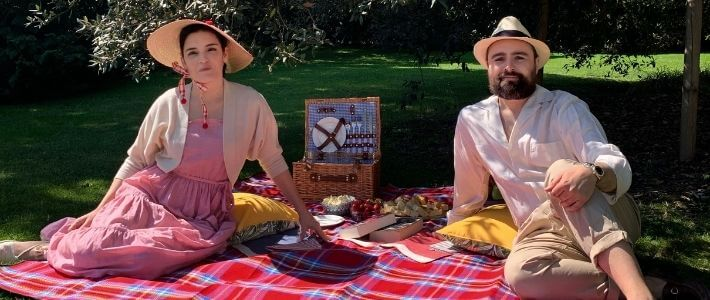 elisa e marco a un picnic
