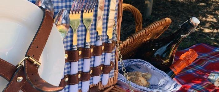 dettaglio di un cesto da picnic