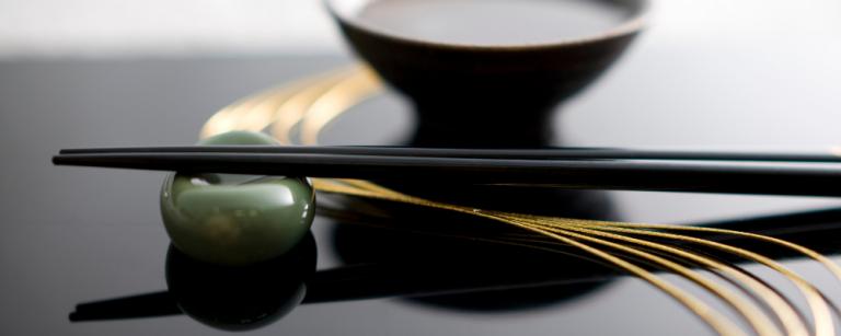 Galateo Giapponese a tavola: regole base di etiquette nipponica - immagine per copertina
