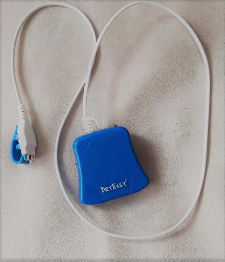 Der DryEasy-Urin-Alarm. Die Quasi-Klingelhose gegen Bettnässen. Kind trocken - so gelingt es ganz easy.