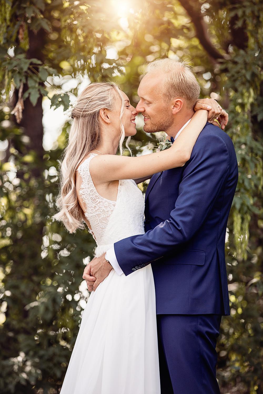 Bröllopsporträtt kyss