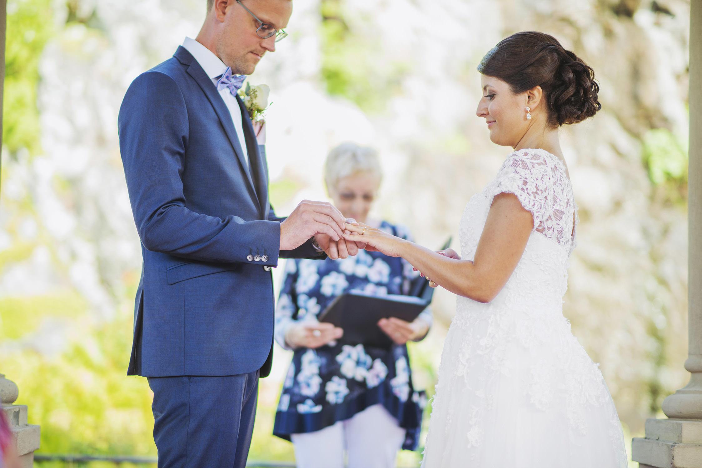 Ett vackert bröllop i Hågelbyparken