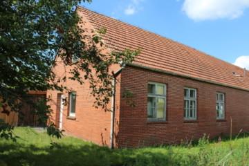 VERKAUFT: Haus mit drei Wohnungen und einem Gewerbeteil!, 26817 Rhauderfehn / Rhaudermoor, Mehrfamilienhaus