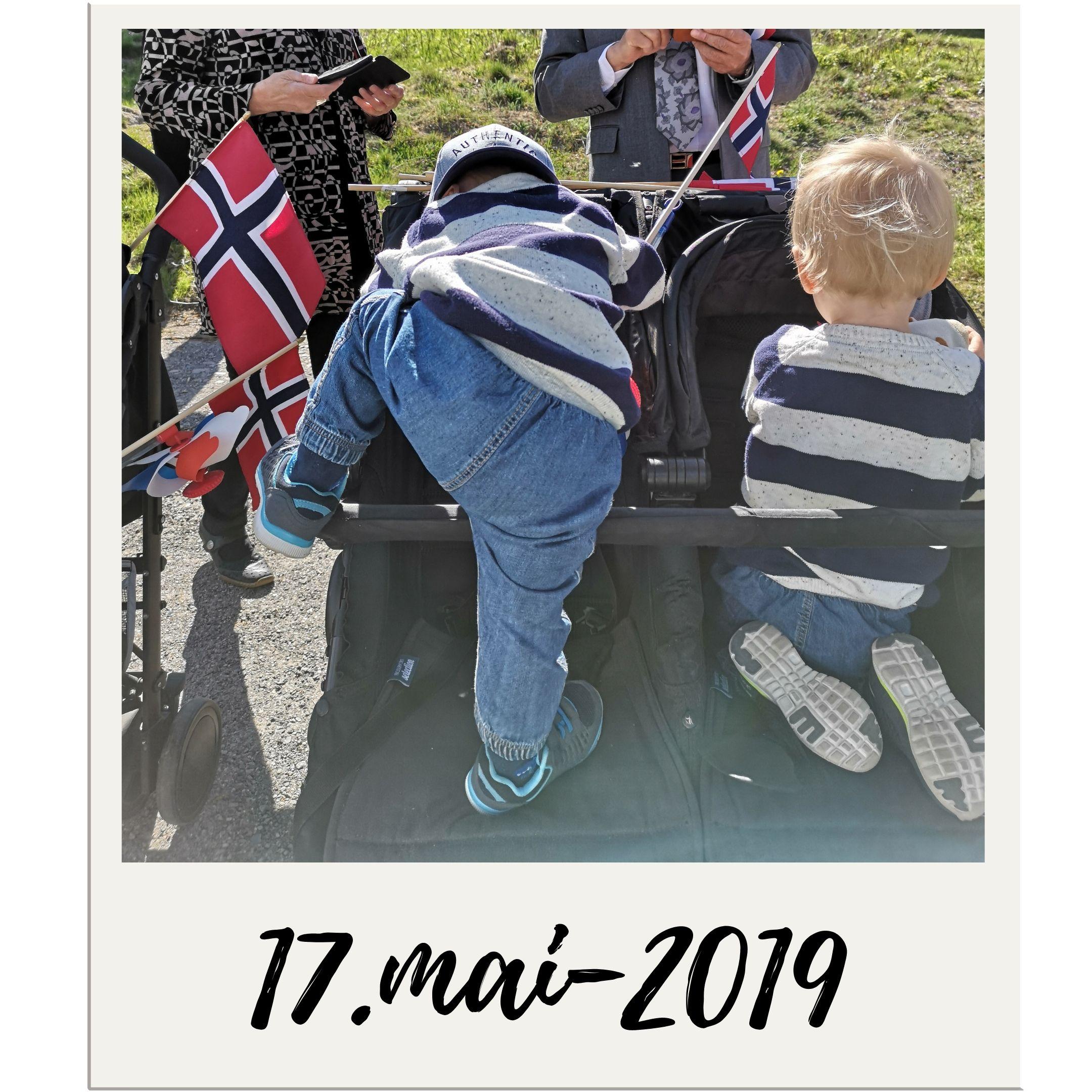 Guttene mine klatrer i vognen på vår uperfekte 17.mai