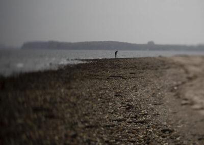 16-fotokunst-ensom-mand-ved-hav-ersted.photo