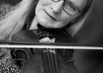 08-portraet-af-kvinde-i-40erne-spiller-violin-ersted-photo