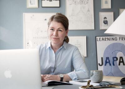 14-portraet-paa-arbejdspladsen-ader-arbejder-ved-computer-front-pernille-hoffmann-ersted