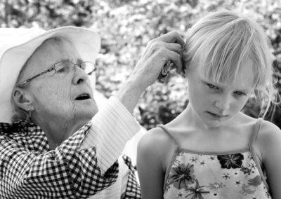 20-portraet-gammel-dame-og-pige-ersted