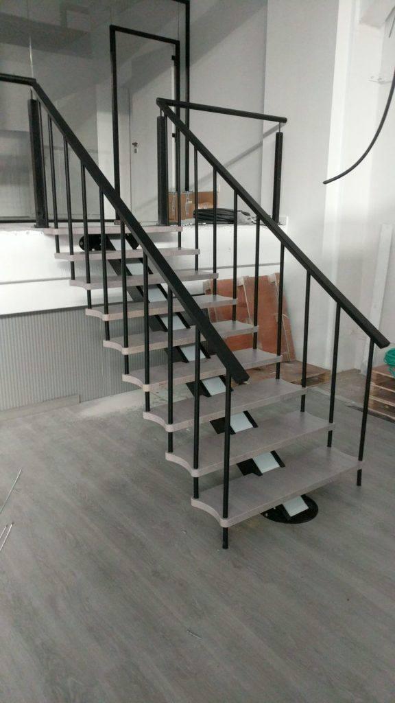escalera de interior de madera